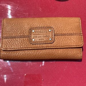 Fossil wallet in excellent condition
